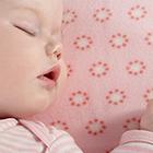 cómo acostar al babé en la cuna