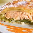 pastel hojaldre de salmón con pasas y jengibre